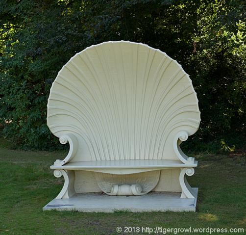 Scallop shell seat
